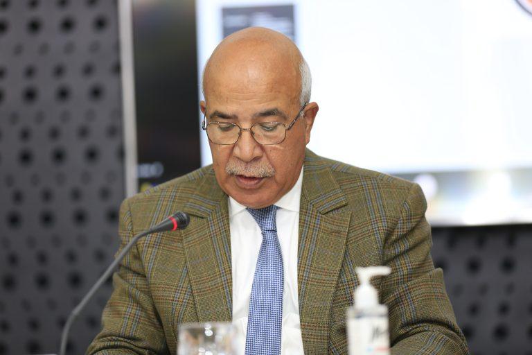 Photo de M. Abdelmakssoud Rachdi présentant l'avis du CESE